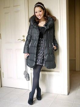 黒色ダウンジャケット(ロング)×ニットワンピース×厚手タイツ