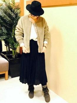 ボアブルゾン×白Tシャツ×ロングスカート