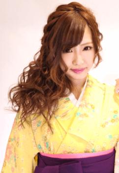 12卒業式で袴に合う編み込みミックス巻きのセミロングの髪型