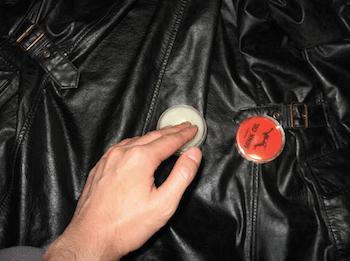 レザージャケットのツヤを出す方法:専用オイル