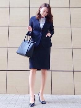 9ネイビーブルーの入学式のレディースのスーツ