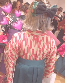 4卒業式で袴に合う外ハネ三つ編みのショート・ボブの髪型