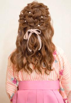 18卒業式で袴に合う編み込みセミロングの髪型