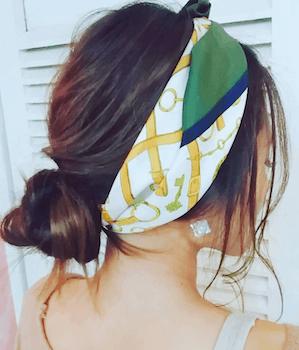 ゆるふわお団子とカチューシャ結びのスカーフのヘアアレンジ
