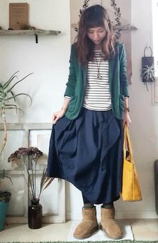 緑のテーラードジャケット×ボーダーロンT×スカート