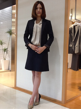 13Aラインスカートの入学式のレディースのスーツ
