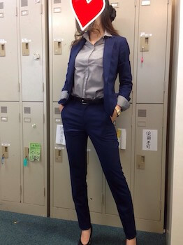 10ネイビー細身パンツの入学式のレディースのスーツ