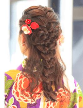 20卒業式で袴に合うハーフ三つ編みアップのセミロングの髪型