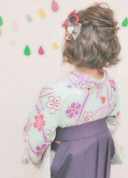 16卒業式で袴に合う編み込みポンパドールのショート・ボブの髪型