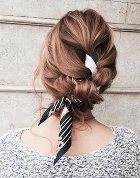 ボリューム編み込みアップのスカーフのヘアアレンジ