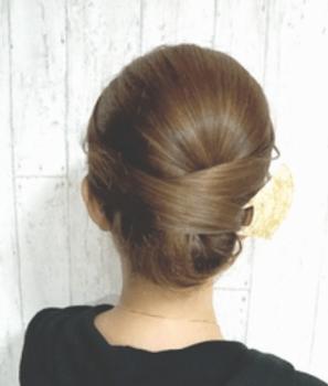 入学式でスーツに合うロングの髪型で夜会巻き風アップの髪型