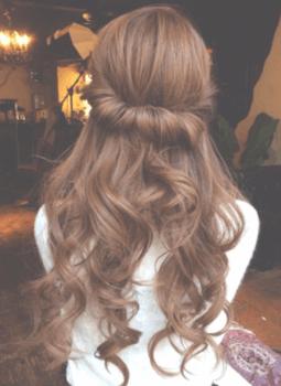 入学式でスーツに合うロングの髪型でハーフくるりんぱの髪型