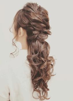 ロングの大人編み込みポニーの髪型