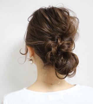ロングの三つ編みくるりんぱの髪型