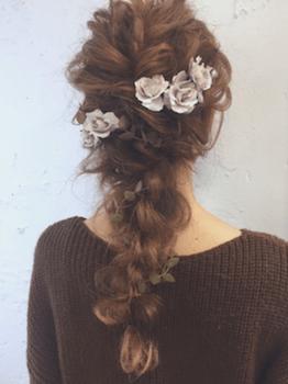 ロングの編み込みポニーテールの髪型