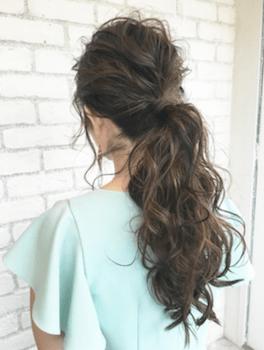 ロングのミックス巻きポニーテールの髪型