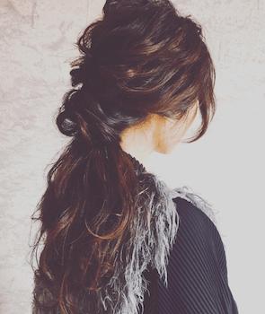 ロングの大人くるりんぱの髪型