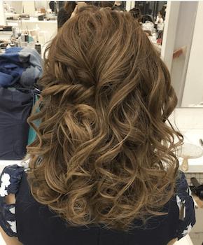 入学式でスーツに合うレディースのボリュームミックス巻きの髪型