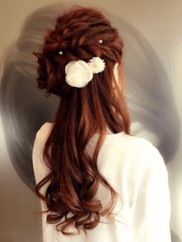ロングのクラウン編み&花飾りの髪型