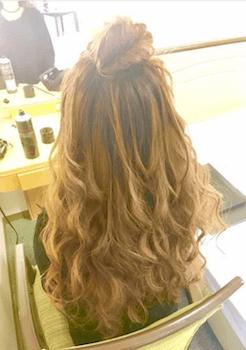 卒業式でスーツに合うレディースのロングのポンパドールの髪型