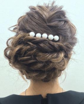 入学式でスーツに合うロングの髪型で大人編み込みアップの髪型