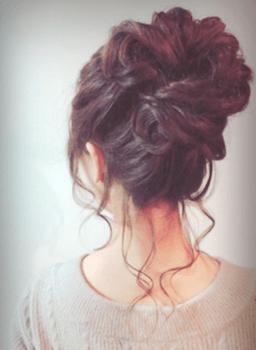 入学式でスーツに合うレディースのトップボリュームアップの髪型