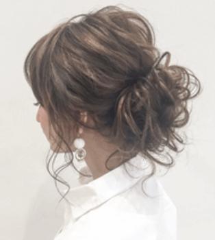 ロングのふんわりくるりんぱの髪型