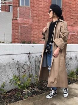 ロングコート×ボートネックT×ジーンズの春服コーデ