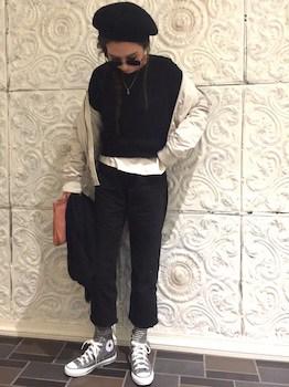 クロップドデニム×黒Tシャツ×MA1