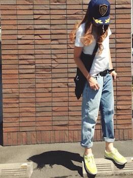ナイキのスニーカー×Tシャツ×デニムパンツ