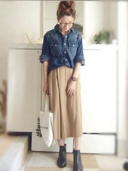 レインブーツ×デニムシャツ×ロングスカート