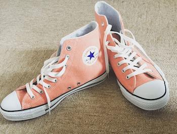 赤→ピンクに簡単リメイクしたコンバースのスニーカー