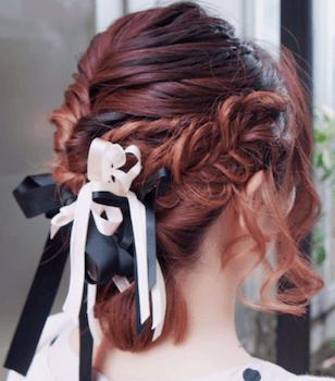 結婚式で人気のボブの髪型17:アレンジ編み込むリボン