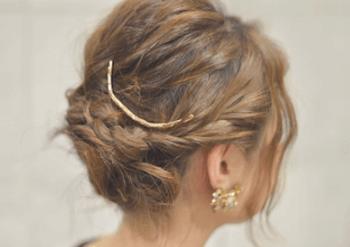 結婚式で人気のボブの髪型15:編み込むハーフアップ