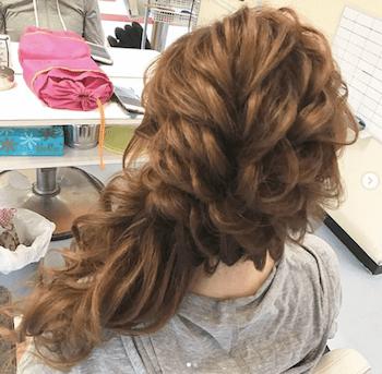 結婚式で人気のロングの崩しフィッシュテールの髪型