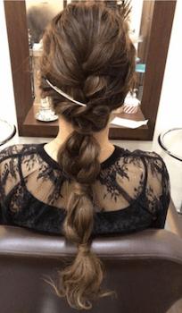 結婚式で人気のロングのタマネギポニーテールの髪型