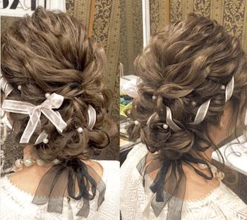 結婚式で人気のロングのリボン編み込みアップの髪型