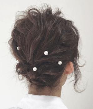 結婚式で人気のショートのふんわりパールピンの髪型