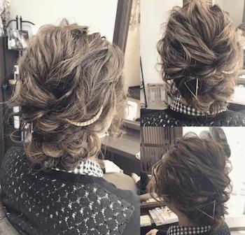 結婚式で人気のボブの髪型1:無造作編み込みアップ