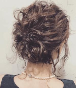 結婚式で人気のボブの髪型19:ゆるウェーブハーフアップ