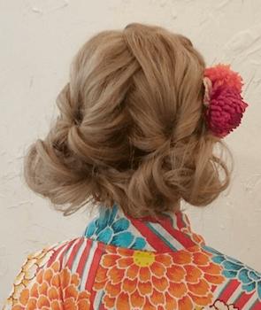 4浴衣に合うレディースのツイン編み込みアップのボブの髪型