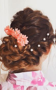13浴衣に合うレディースのパールピン&三つ編みアップのロングの髪型