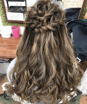 結婚式で人気のロングのクロス三つ編みの髪型