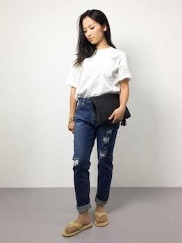 アイランドスリッパ×Tシャツ×デニムパンツ