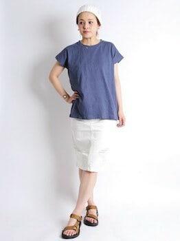 無地Tシャツ×タイトデニムスカート×サンダル