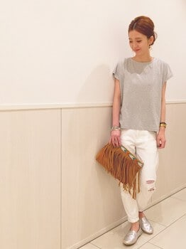9エスパドリーユ×グレーTシャツ×ホワイトデニムパンツ