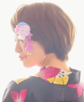 13浴衣に合うレディースの花かんざしを刺したショートの髪型