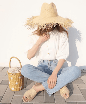 白ブラウス×ジーンズ×麦わら帽子