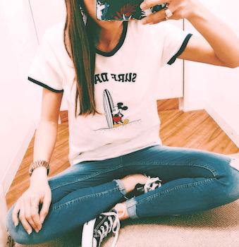 3リンガーTシャツ×スキニージーンズ×スニーカー