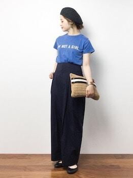 ロゴTシャツ×ワイドパンツ×ペッタンコパンプス